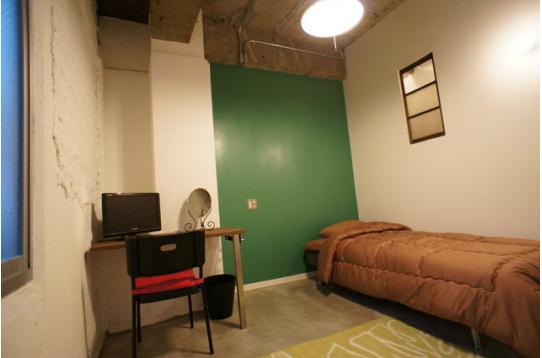 グリーンウォールな203号室