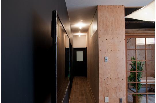 こちらの廊下の先には入居スペースが