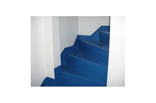 4階へ上がる階段です。