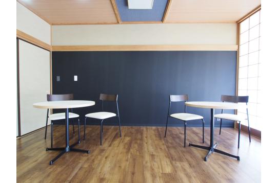 和風モダンのカフェスペース。