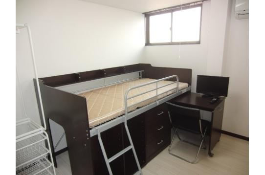 403号室 システム収納ベッド設置