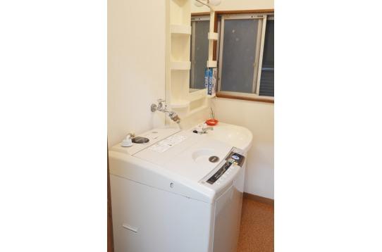 洗濯機も2台あるので安心です。