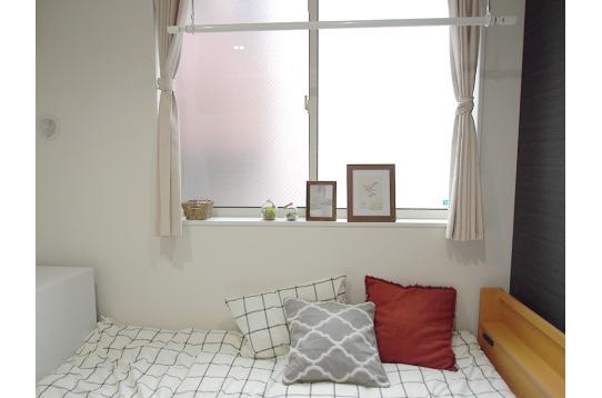窓が広く明るいお部屋。