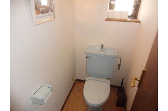 2階トイレ 館内に計5ヶ所有り
