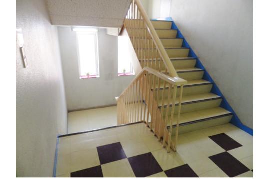 階段も陽当たり良し!