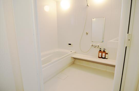 ゆっくりしたい時は湯船付きのバスルーム