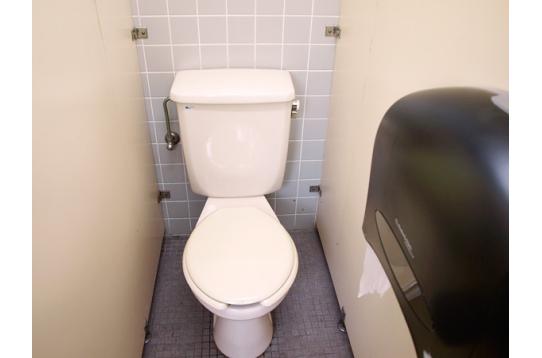 ●各階に洋式トイレ。2階は女性専用です。
