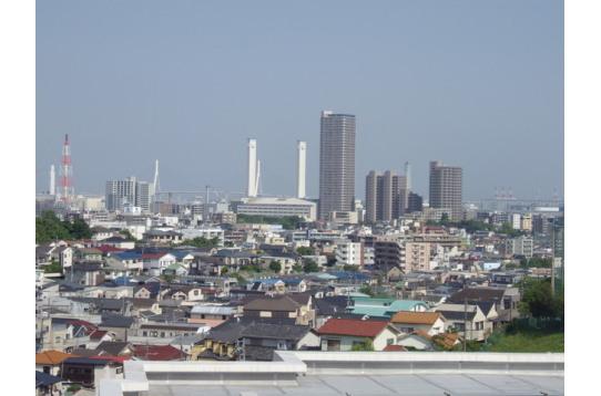 ●お部屋から望む横浜ランドマークタワー方面