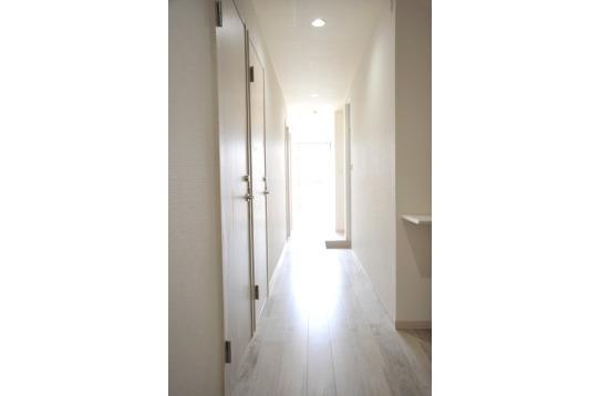 光であふれる廊下は照明いらず!