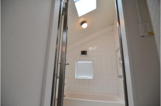 天窓つきのお風呂。