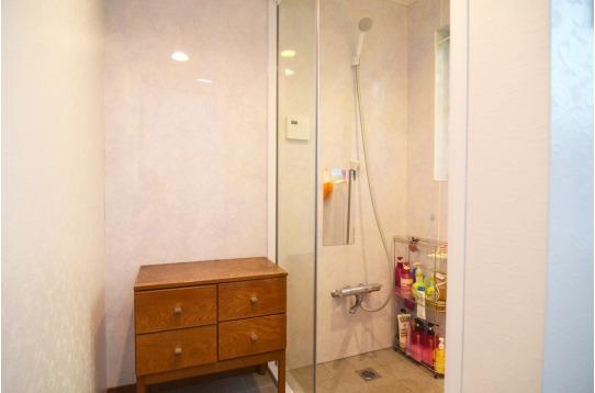 ガラス張りの浴室は贅沢な気分になりませんか?