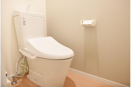 清潔感のあるトイレはウォシュレット付き