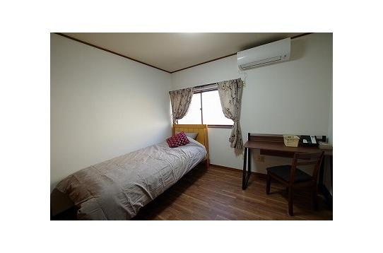 204 寝具付きの部屋なのですぐに生活を始められる