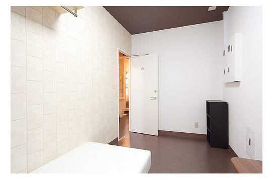 清潔感ある個室部屋ですね。