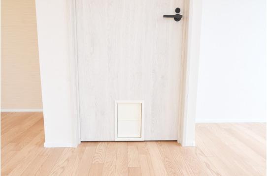 猫ちゃん用の扉がついています