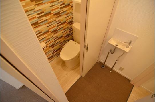 トイレはハウスに2箇所。ウォシュレット付き。