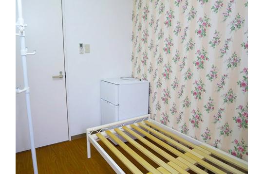 すべての個室には冷蔵庫付