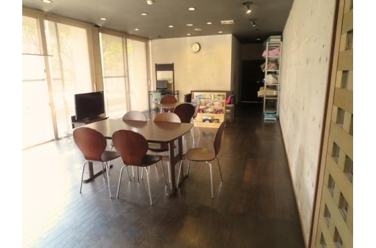 リビング:個室を始め、共用部も広いので快適。