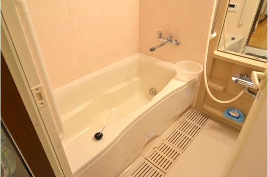 バスタブ付きの浴室