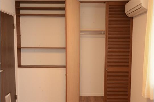 大きなクローゼットと棚付きで、収納力抜群のお部屋も