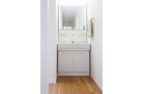 大きい洗面台を2ヶ所に設置してあります。