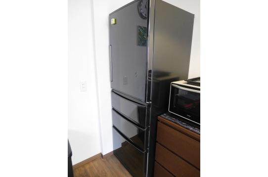 大型冷蔵庫を4名でシェア