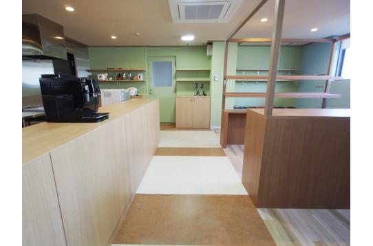 ラウンジ横にはキッチンスペース。