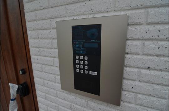 お部屋に直結のモニター付きインターホン。