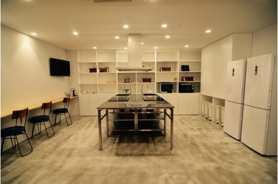 キッチンスペースにもTVがあります。