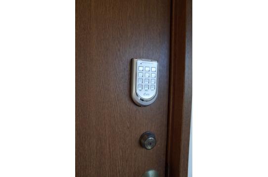 各部屋ごとに電子暗証番号キー