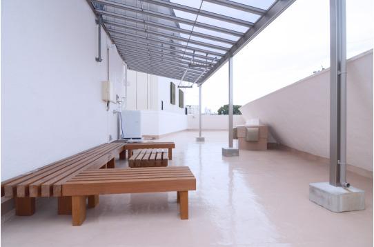 屋根のある屋上スペースです