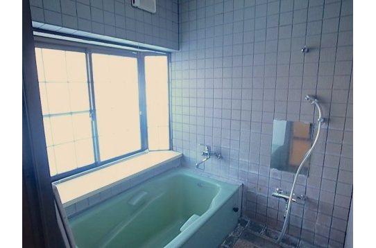 お風呂は広々としています。