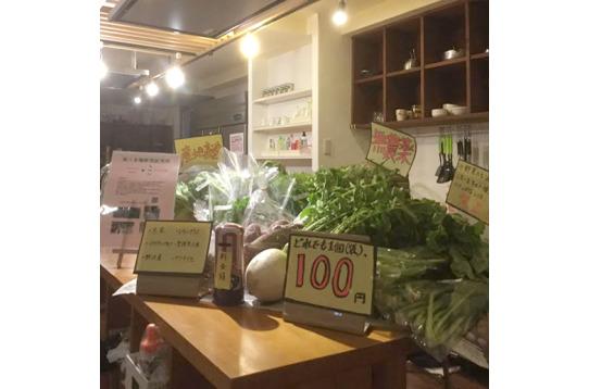 キッチンには入居者専用、野菜の無人販売