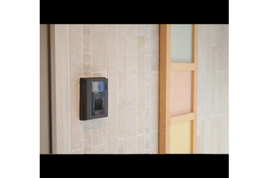 玄関はモニターインターホン付。