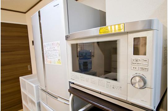 電子レンジ、冷蔵庫が完備されています。