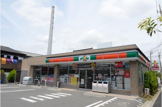 ハウス付近には商店街とコンビニございます。