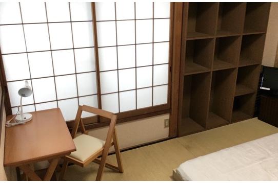 畳間の202号室です
