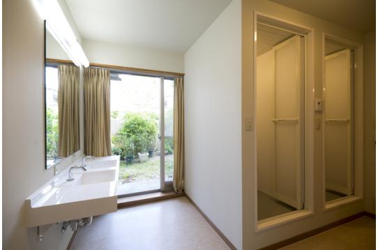 1階シャワー室&洗面台