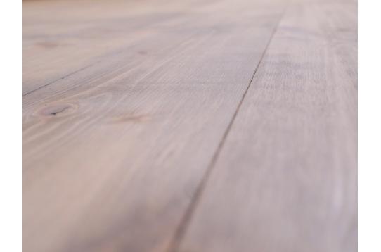無垢床材でぬくもりのある雰囲気です。
