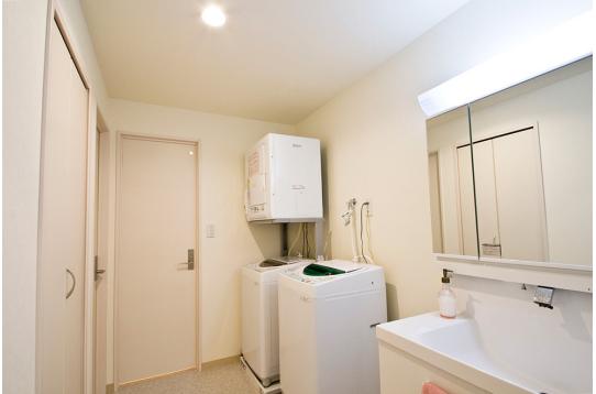 洗濯機と乾燥機が完備されています。