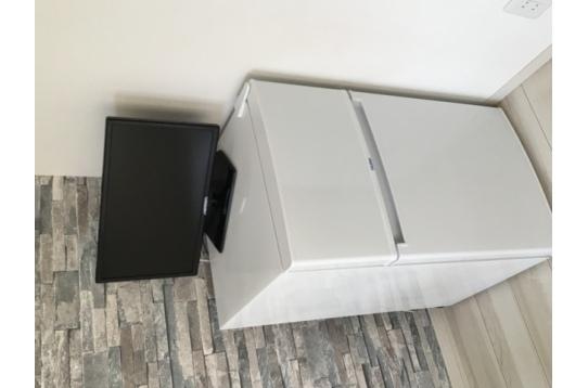 全ての個室にTVと一人暮らしには十分な冷蔵庫を設置