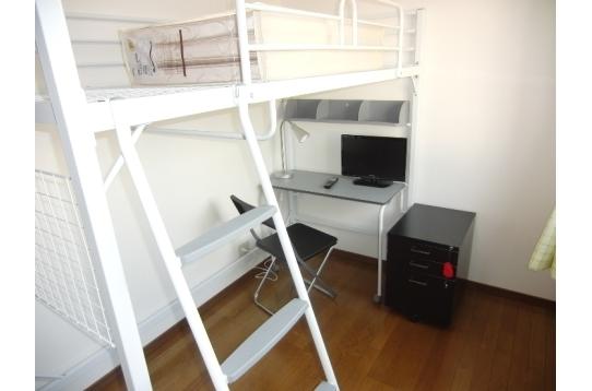 306号室 デスク付きロフトベッド設置