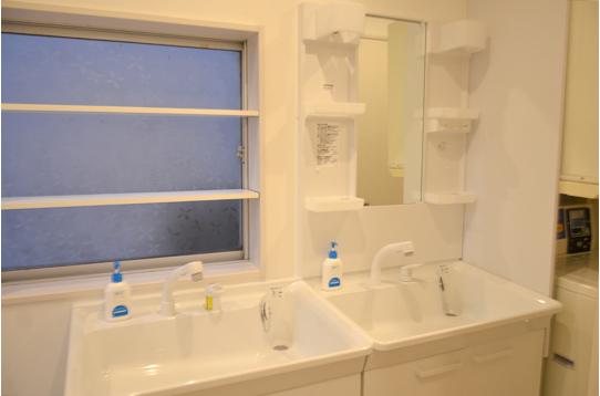 洗面台は2台完備。