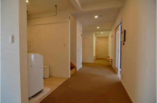 廊下もゆったりと広々空間。