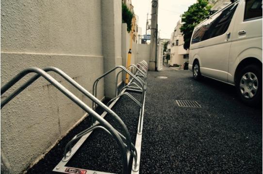 駐輪場(無料)、シェア自転車も3台あります。