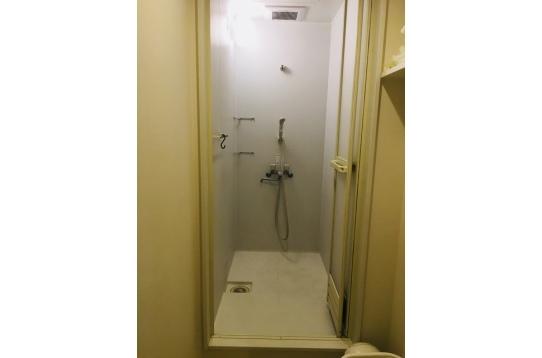 シャワールームも綺麗に使用中