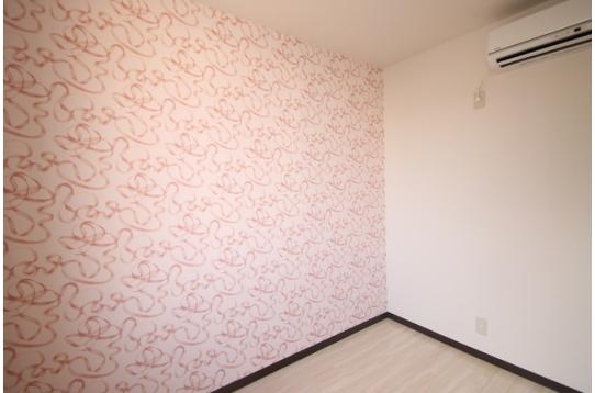 かわいらしい壁紙のお部屋もあります!