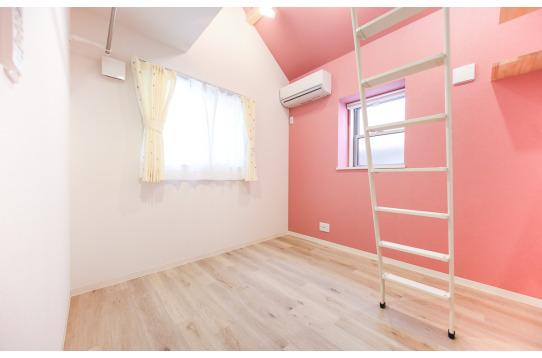 201号室:ピンクで優しい気持ちに