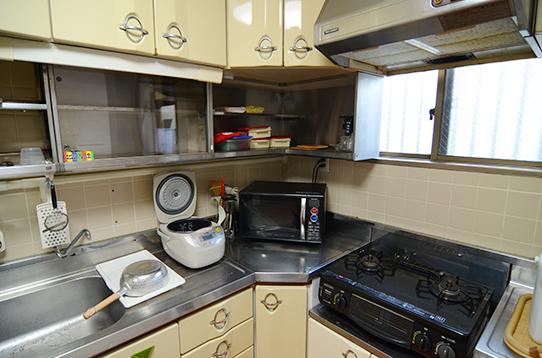 ガスコンロに炊飯器、電子レンジ
