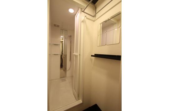 シャワールームは2室ございます。